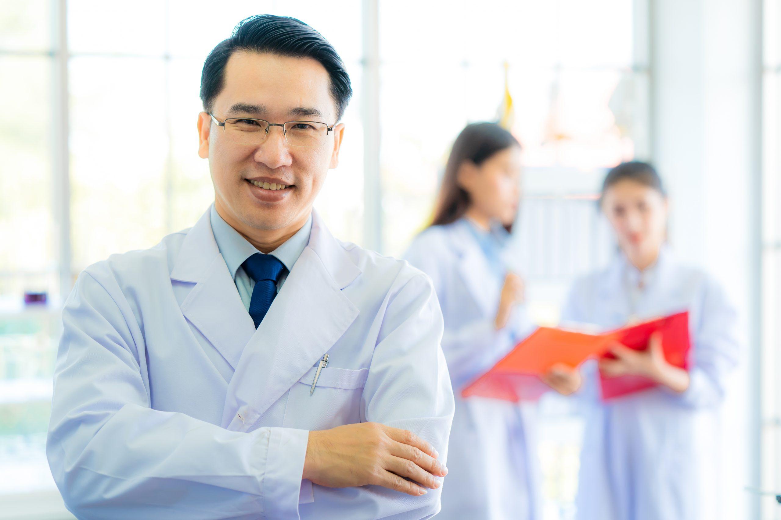 薬学部の研究職は狭き門?開発職との違いや業務内容、年収とは | お ...